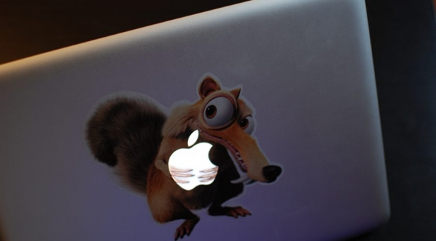 Mon beau sticker pour MacBook de La Geekerie …
