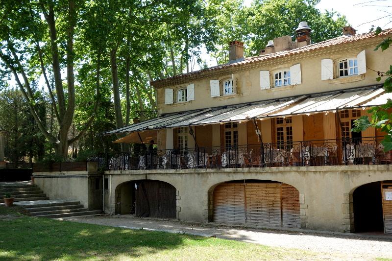 Exterieur Moulin de Vernegues 1