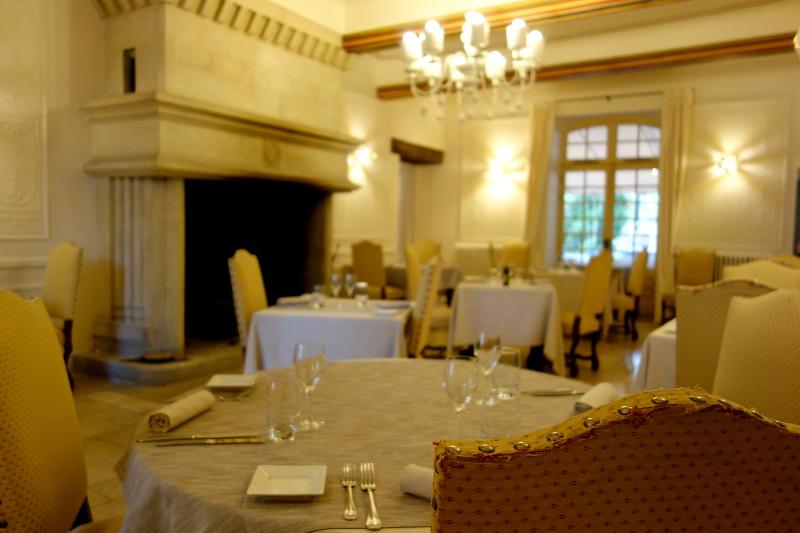 Salle repas interieur Moulin de Vernegues 7