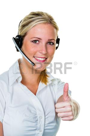 30263832-jeune-femme-avec-un-casque-ta-la-phone-dans-le-bureau-pour-acceptation-hotline-et-service-a-la-clien
